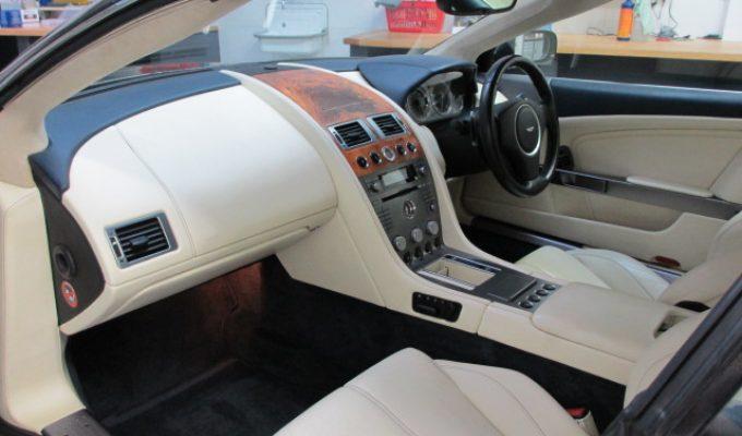 Aston Martin Reinigung Pflege Politur Innenreinigung Nürnberg Service